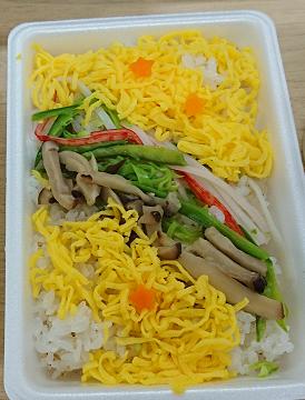 学食のお弁当も星形のにんじんで、天の川仕様でした☆