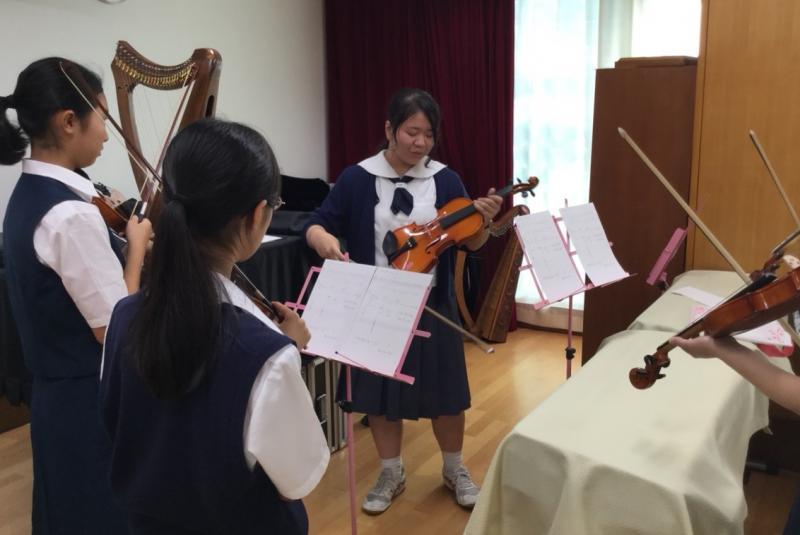 音楽部 初めてのヴァイオリンですが上手く弾けました。