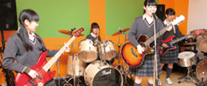 【軽音楽部】ガールズバンドステージコンテストで3冠達成!